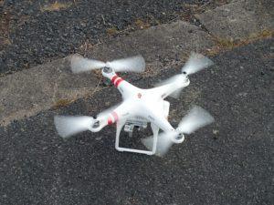 Landende Drohne. Drohnen Vollkasko Versicherung abschliessen hilft gegen finanzielle Risiken.